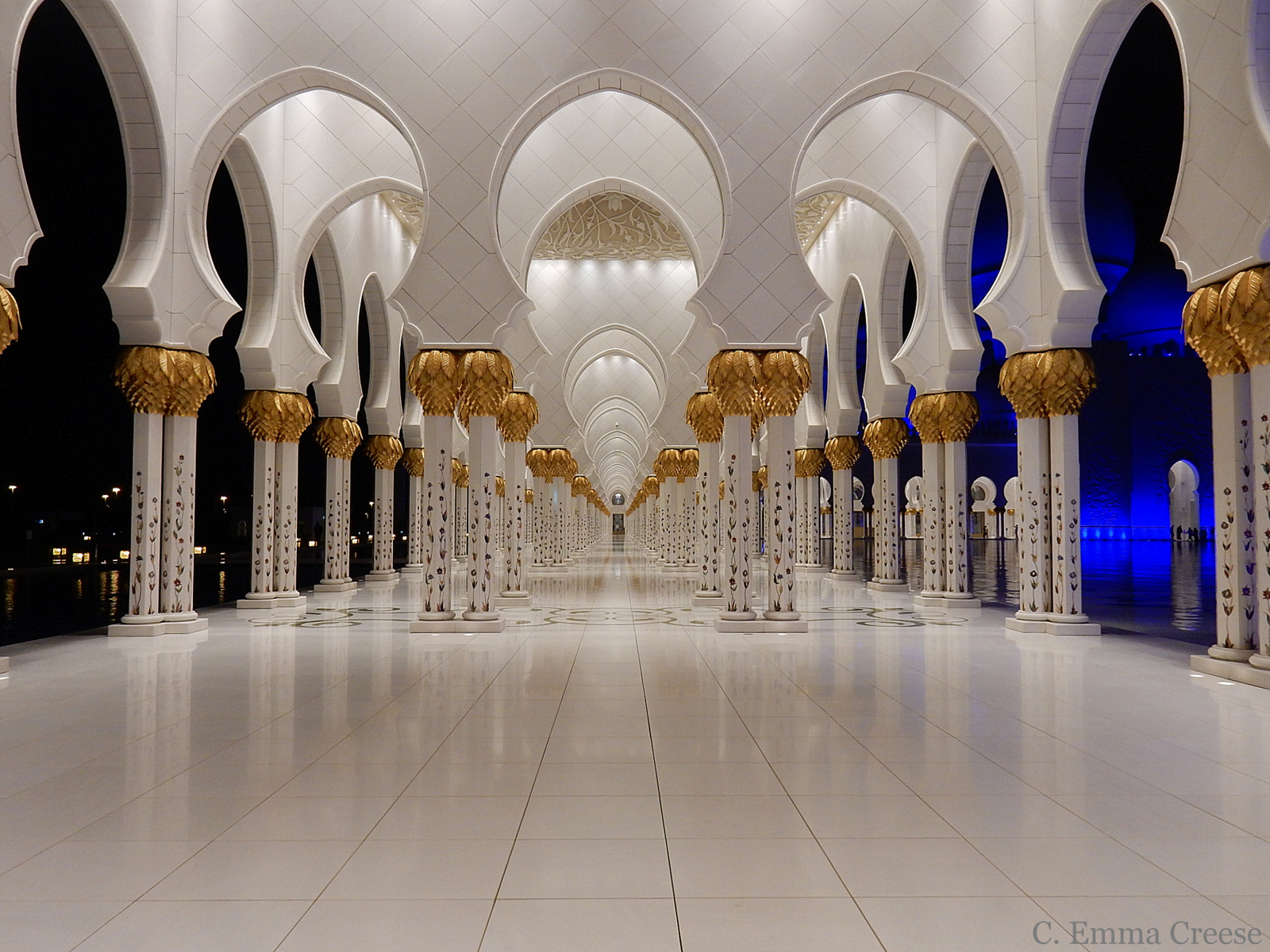 Blogger visit to the Abu Dhabi Grand Mosque: An opulent and etheral architectural marvel (free entry)