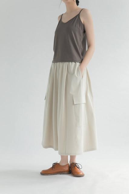 米白色彈力大口袋過膝裙