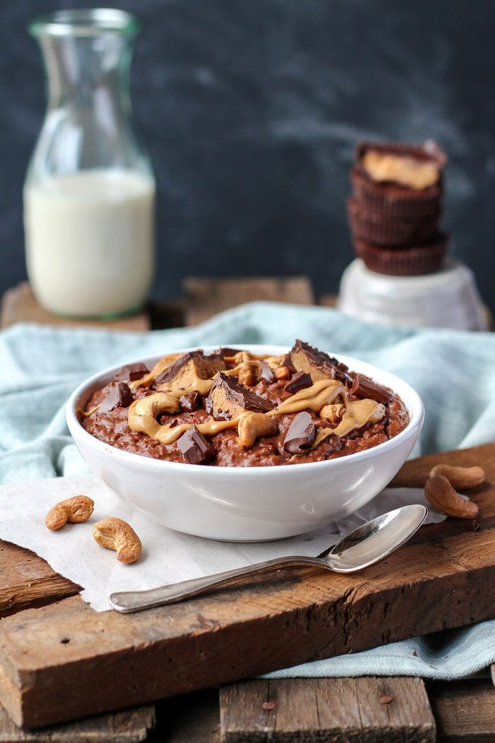 Cashew Butter Cup Chocolate Oatmeal. Need more recipes? Find 21 Easy and Healthy Vegan Oat RecipesTo Make Best Weight Loss Breakfast Ever! health oatmeal recipes | warm oatmeal recipes | oatmeal breakfast | breakfast oatmeal | overnights oatmeal #oats #oat #veganmeal #vegan