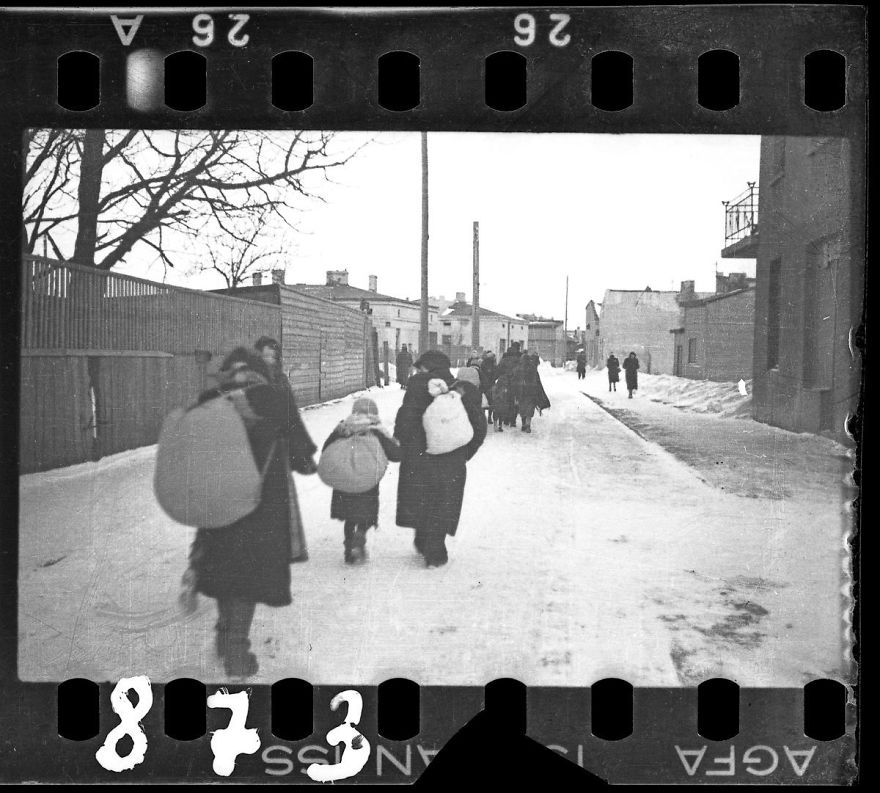 These 32 Pictures Had Been Buried For Years. The Reason Is Heart-Breaking - 1940-1944: Deportation In Winter
