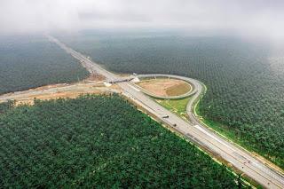 """Aneh, Ada Pintu """"Khusus"""" di Tol Pekanbaru-Dumai Di Tengah Perkebunan Sawit Milik Para Cukong"""