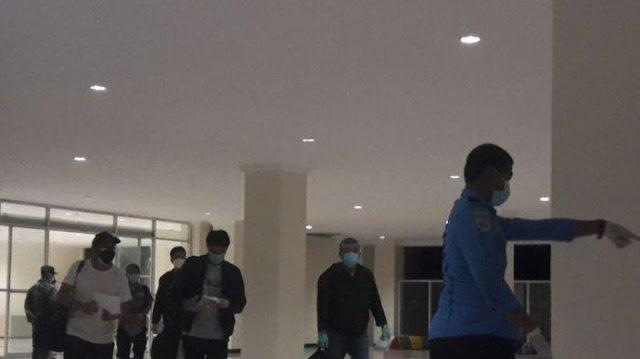 Massa Demonstran Cegat Mobil Berisi 1 TKA China di Dekat Bandara Kendari