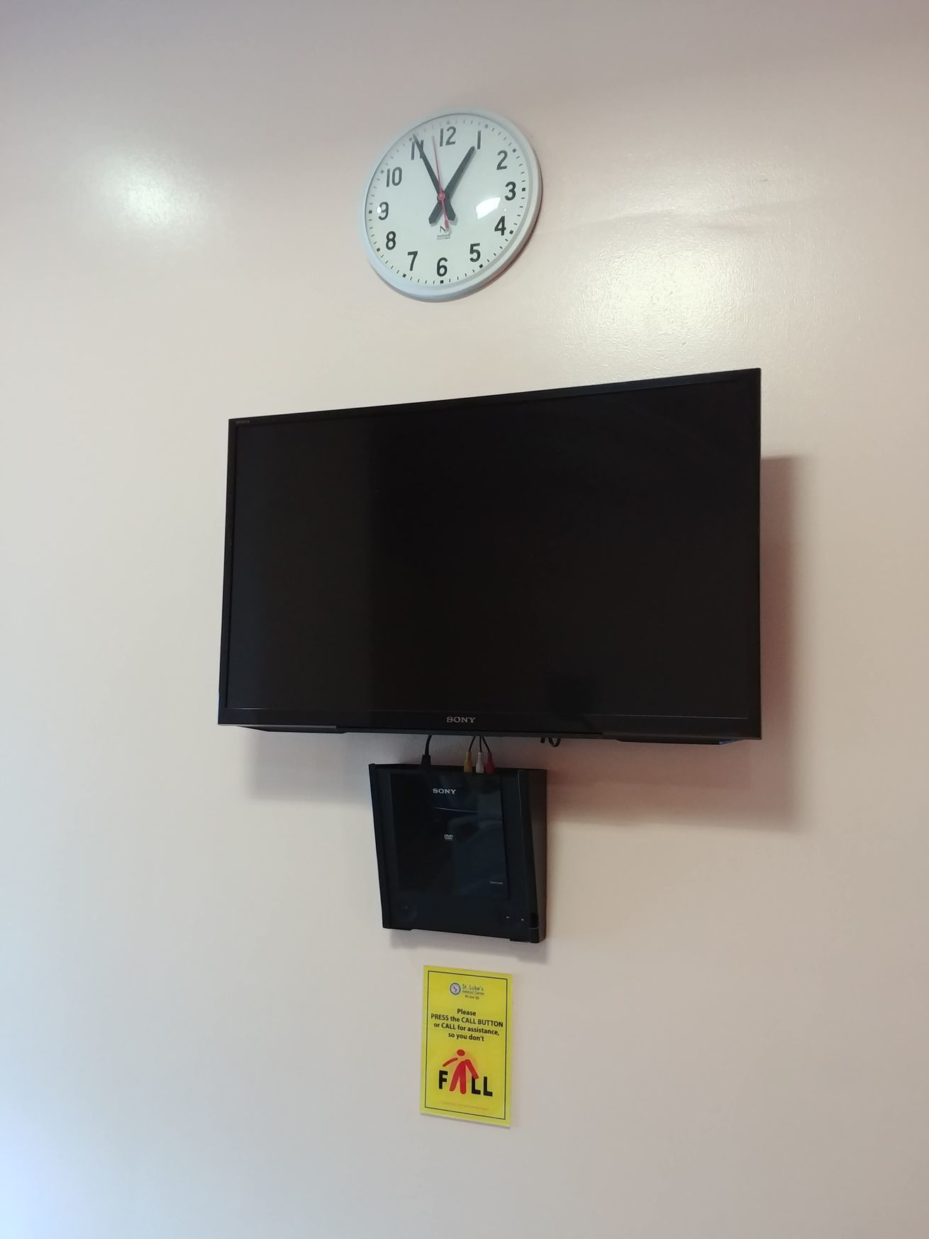Cable TV in a private room at St. Luke's BGC