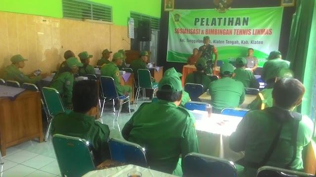 Babinsa Tonggalan Berikan Sosialisasi Dan Pelatihan Tehnis Linmas