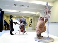 """Fábio Purper Machado, """"Sr. Gaiola"""" e """"Café no ConDomínio"""" , exposição """"Micronarrativas de Papel"""", esculturas-HQ e HQs-escultura, 2012."""