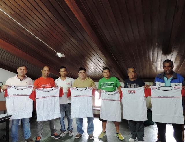 Divisão de Esportes recebe 220 novos uniformes para os alunos do Programa SESI Atleta do Futuro no município