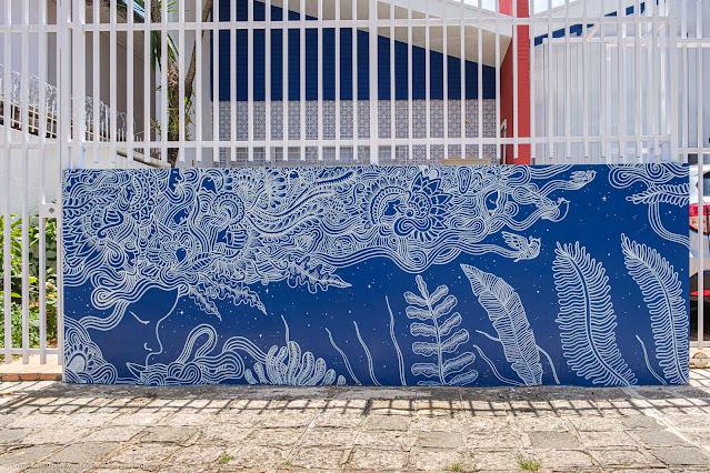 Uma casamodernista na Rua David Carneiro - detlahe do muro com grafite