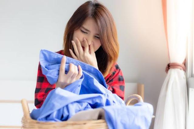 Trik Ampuh Agar Baju Tak Bau Apek di Musim Hujan