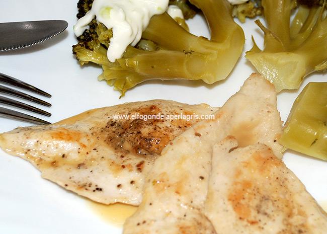 Pollo con brócoli y salsa tártara