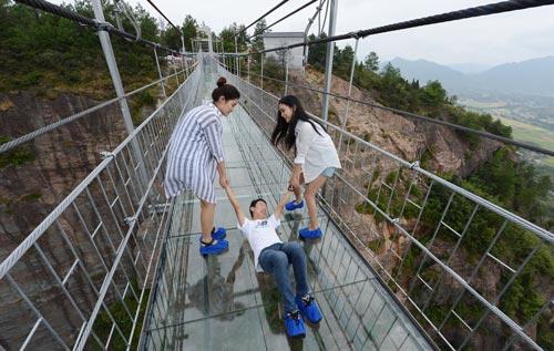 Jembatan Kaca di Cina