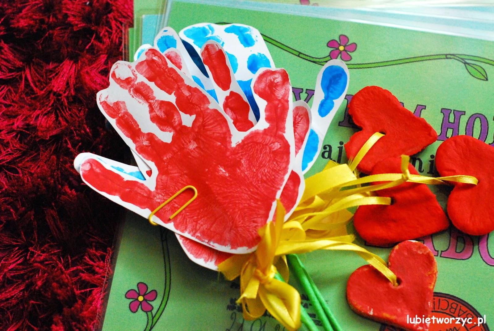 Kwiat z dłoni - prezent z okazji Dnia Babci i Dziadka