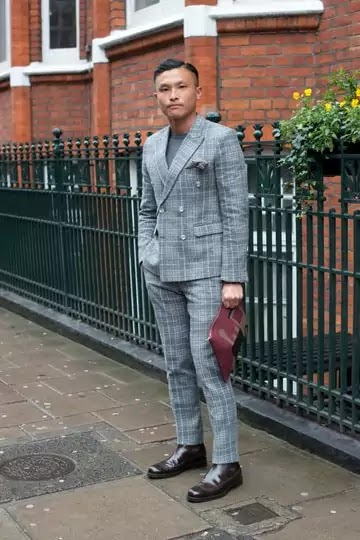 Street Style - London Collections: MEN AW16 man with gray suit on the street looking younger