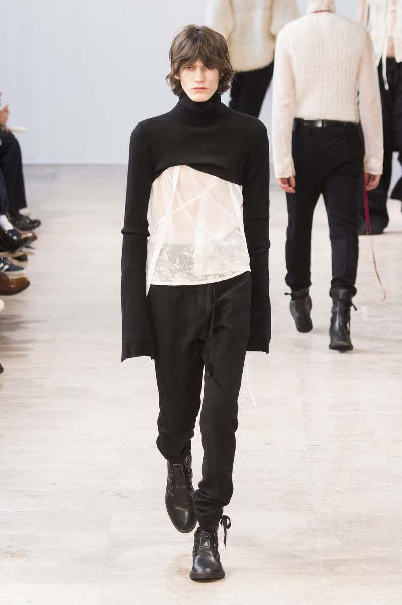foto de Ann Demeulemeester Fall Winter 2017 Paris Fashion Week