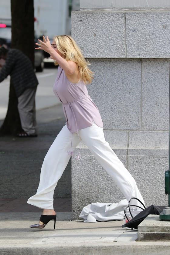 Photo : コメディ映画の最新主演作「ザ・レイオーバー」を撮影中のケイト・アプトン ! !