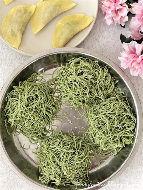 Spinach wantan mee