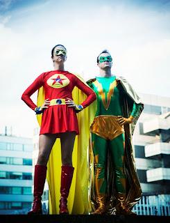 kostimirani-momak-devojka-superheroji