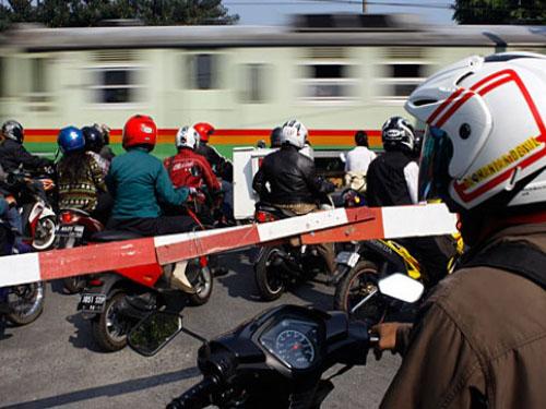 Jangan Terobos Palang Pintu Kereta, Kalau Tak Mau Didenda Rp 750 Ribu