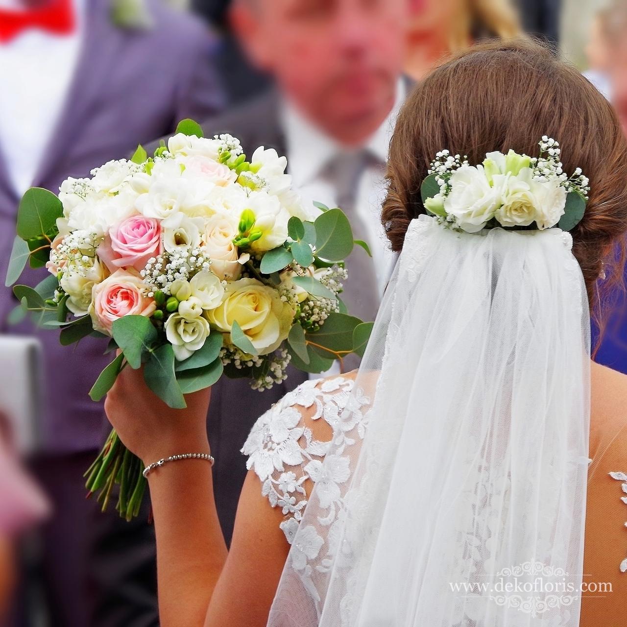 Ozdoba do włosów Panny Młodej - kwiaty we włosach
