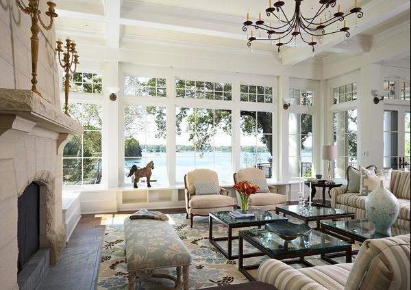 Contoh rumah dengan jendela putih