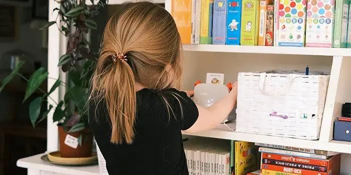 buat ruangan khusus membaca agar si anak tertarik dan meningkatkan minat bacanya