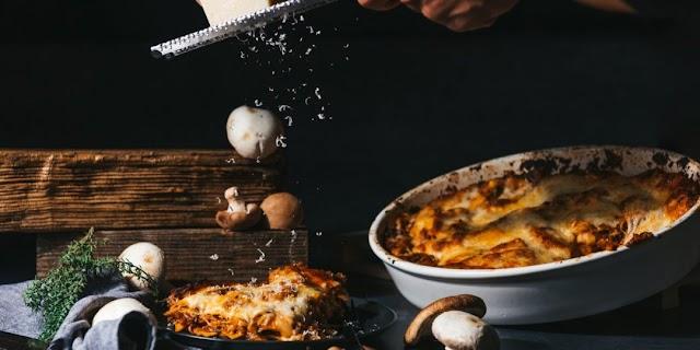 Λαζάνια με κιμά μανιταριών και μοτσαρέλα