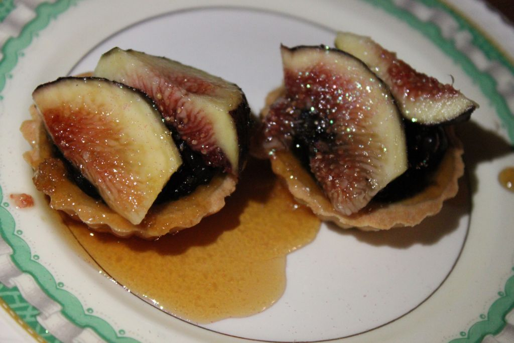 Dutched' chocolate Blancmange tartlets with figs and honey