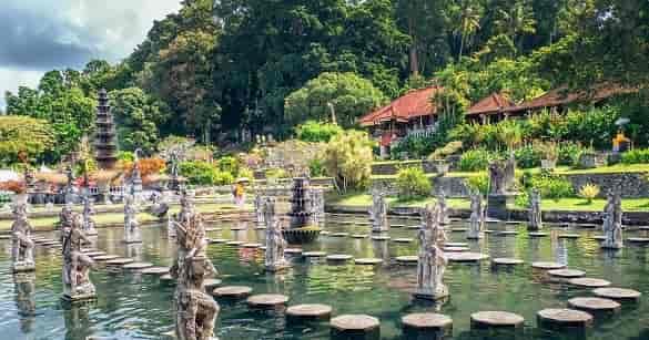 Tirta Gangga tempat wisata yang terkenal di Bali