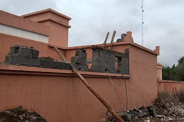 بالصور | سلطات مراكش تهدم بناء عشوائي لمركز حماية الطفولة