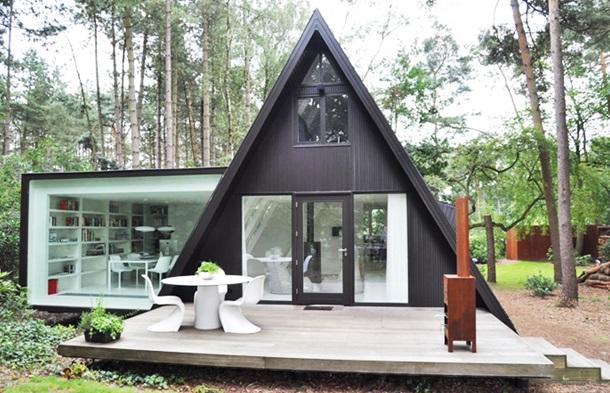 Маленький садовый домик в современном стиле