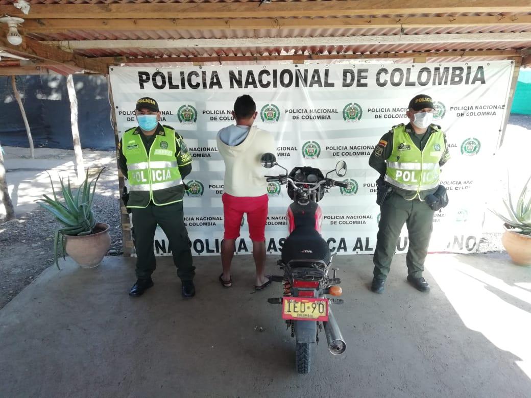 https://www.notasrosas.com/En la vía Paradero - Maicao, capturado ciudadano, por Uso de Documento Falso