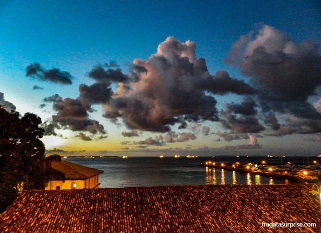 O Solar do Unhão e a Bahia de Todos os Santos vistos da Avenida do Contorno