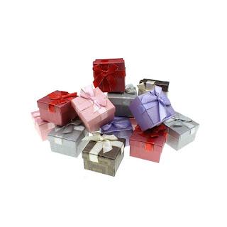 Подарочная коробочкас бантом для кольца изготовлена из дизайнерскогокартона box24