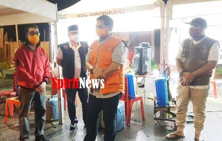 Camat Andi Syahrum Dampingi Pj Walikota Saat Berkunjung Ke Posko Covid 19