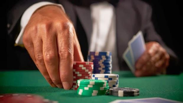 Casino holdem betting strategy