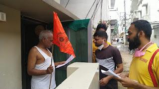 घर-घर पहुँचे भक्त घर पर भगवा ध्वज लगाने और 5 दीपक जलाने का किया आव्हान