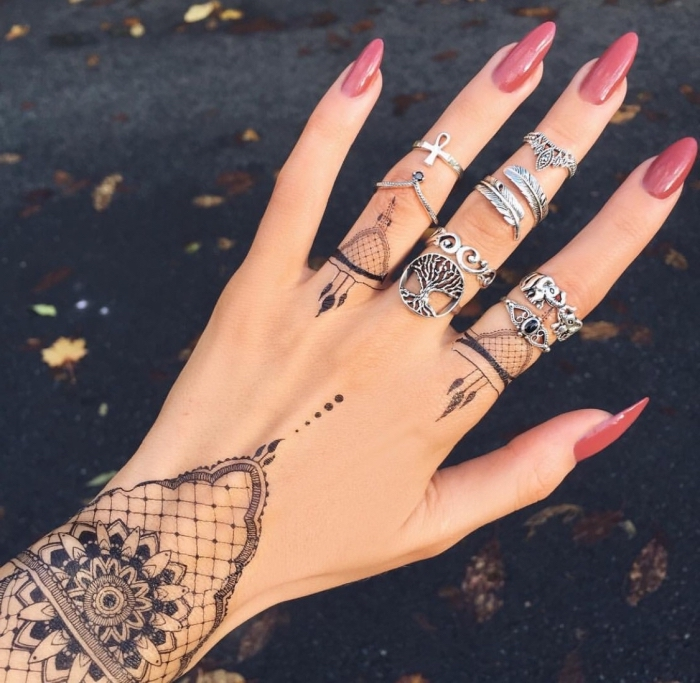 main-tatouage féminin-9
