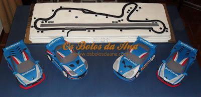 Bolo Decorado 3D Circuito Vasco Sameiro com os carros Lotus Evora, Ginetta G50 e Lamborghini Gallardo LP600+ - Carros da Equipa GoodSense Racing