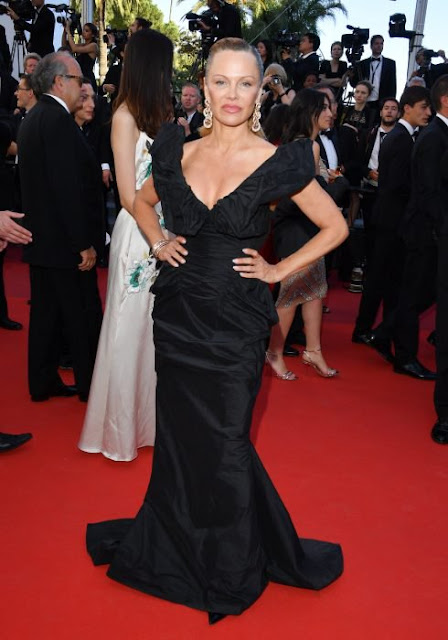 Pamela anderson luce irreconocible en los Cannes 2017