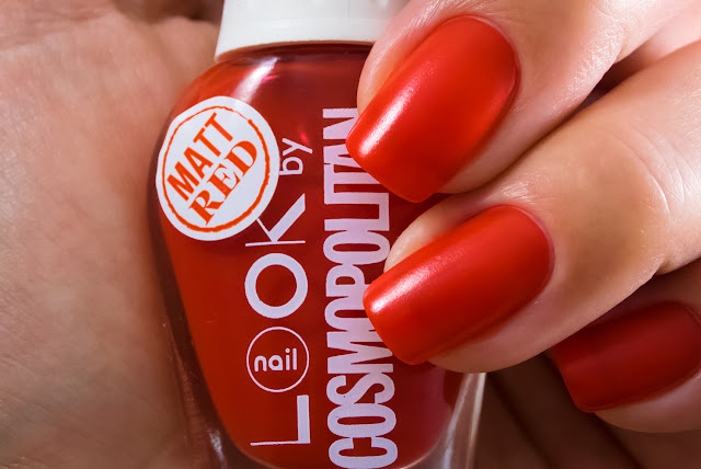 Naillook by Cosmopolitan 3144 Mat Red Macro