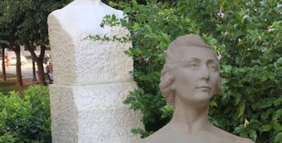 Η μαρμάρινη προτομή είναι έργο της Λουκίας Γεωργαντή  και τοποθετήθηκε στην Τοσίτσα το έτος 1963.