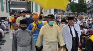 Sultan Deli Sholat Idul Adha di Masjid Raya Medan