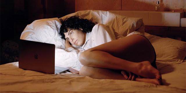 The Bisexual, Desiree Akhavan, crítica, Filmin