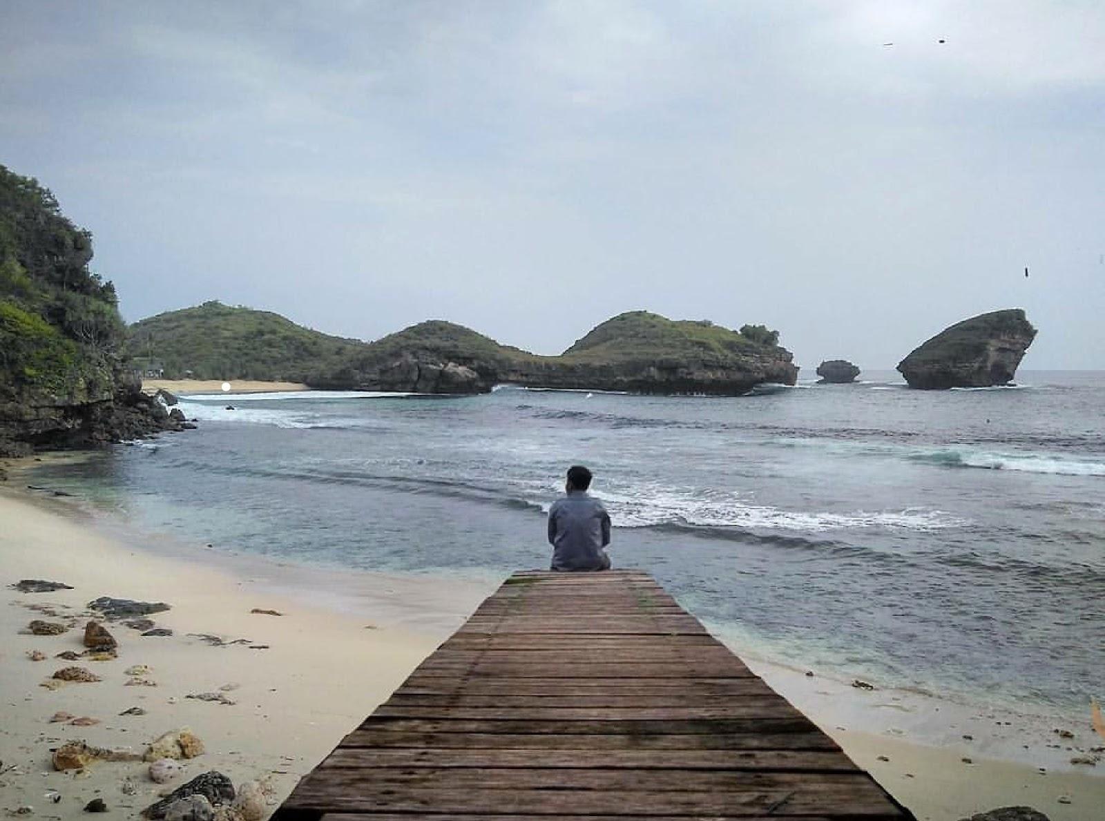 10 Gambar Pantai Mblue Pacitan Jawa Timur, Rute +  Lokasi dan Tiket Masuk