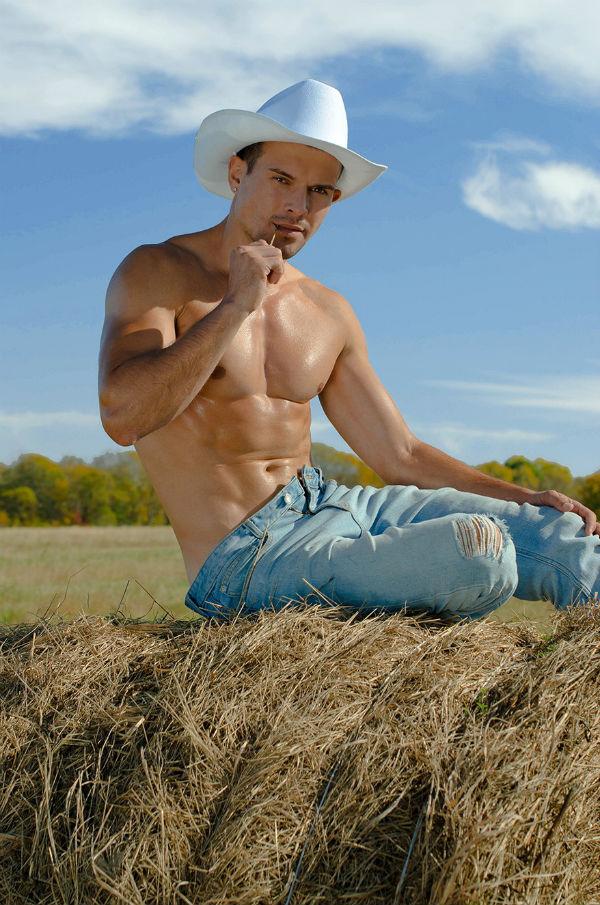 Bulge Alert: Fintess model Pavel Shestakov