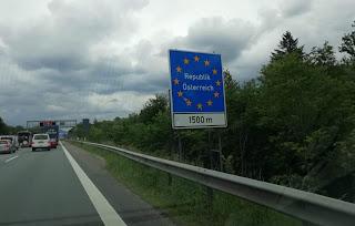 وزير خارجية النمسا يلمح إلى رفع المراقبة الحدودية