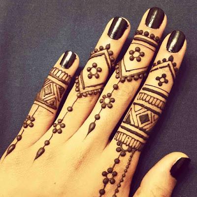 Henna designs fingers