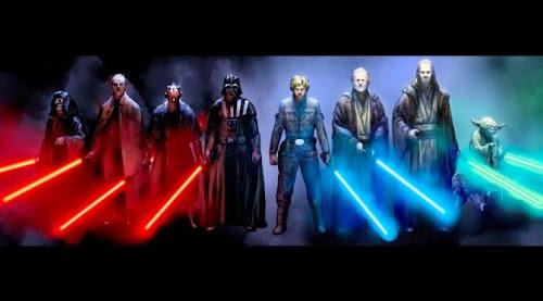 Personagens da saga Guerra nas Estrelas empunhando seus respectivos sabres de luz; entre eles, Darth Vader, Yoda e Luke Skywalker