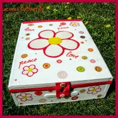 CAJA FLOWER POWER CON DECOUPAGE