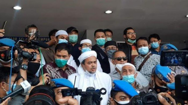 Habib Rizieq Tiba di Polda Metro Jaya, Mengaku Sehat dan Siap Ikuti Prosedur Hukum Yang Berlaku