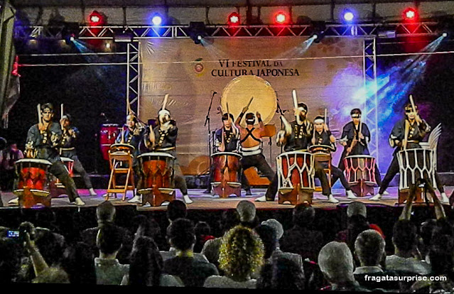 Tambores Taiko no Festival Japonês em Salvador